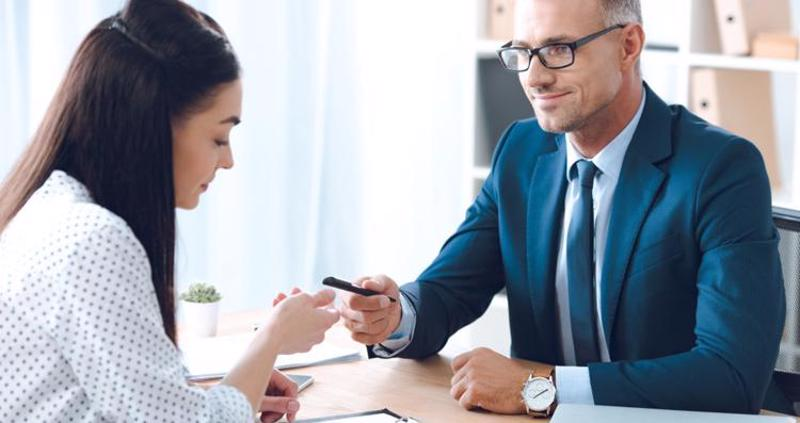 A woman meeting with an attorney.