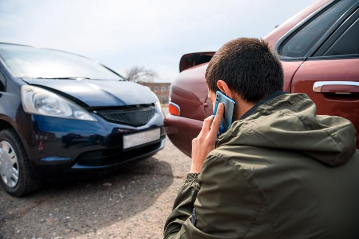 A man calling the authorities after being in a rear-end car accident.