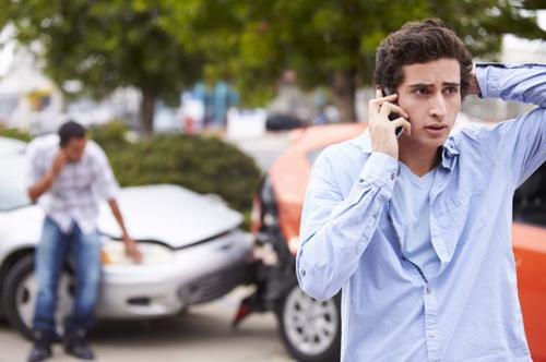 A man calling the police after a car accident in Palmetto.